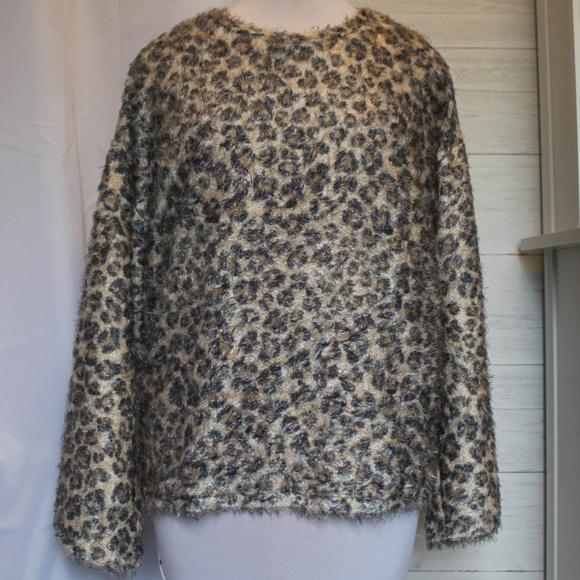 quality design 5d312 8b6f3 Zara Trafaluc Leopard Print Fuzzy Sweater NWT